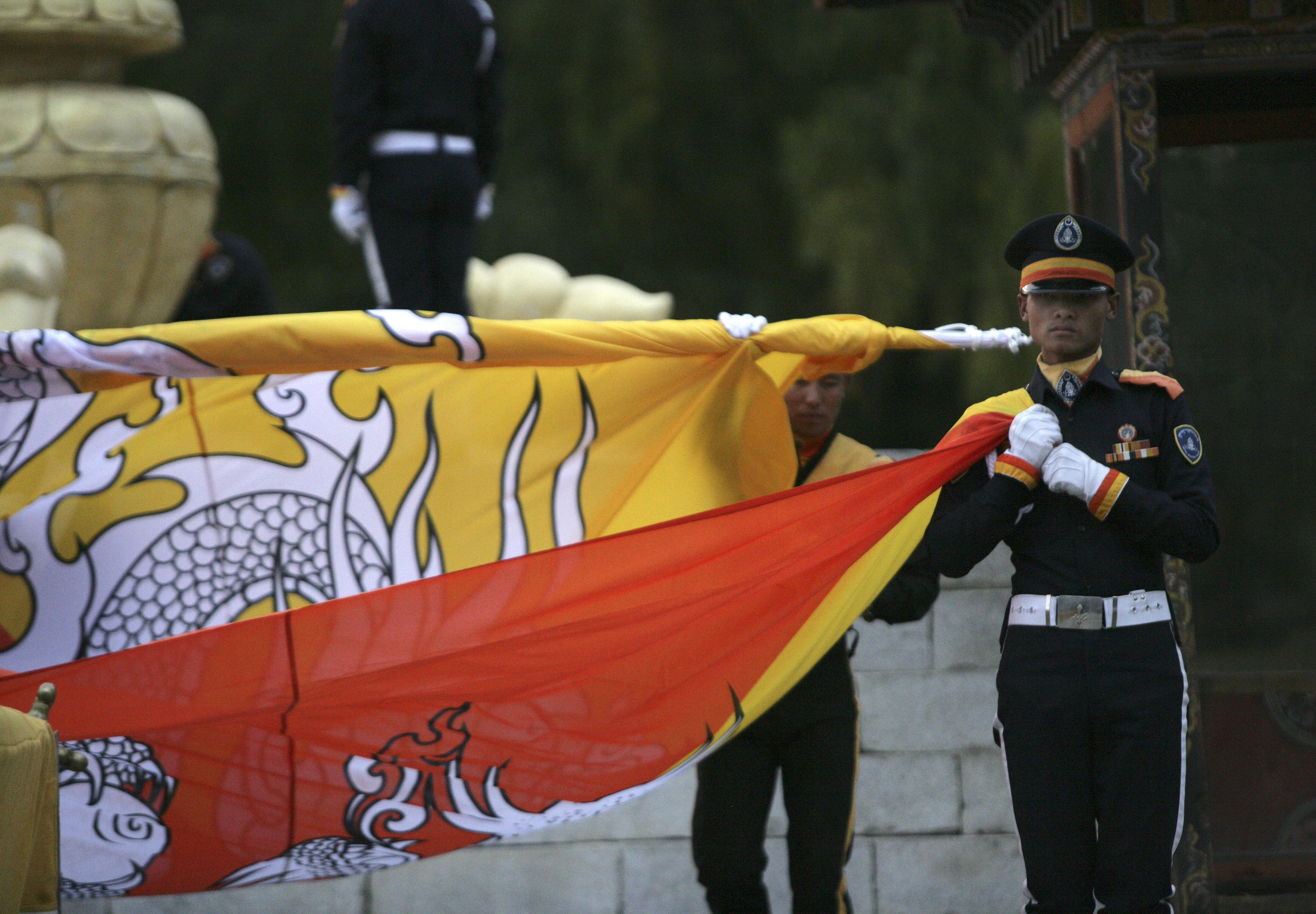 Dinero para viajar a Bután